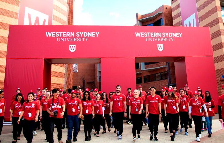 Sinh viên nhận Học bổng Vice-Chancellor's Academic Excellence
