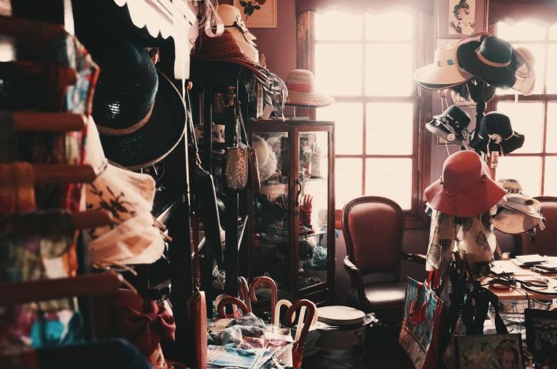 cửa hàng đồ cũ