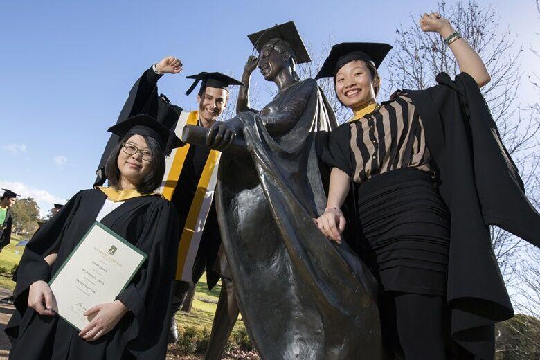 Sinh viên tốt nghiệp đại học Macquarie KFO-chiakhoaduhoc