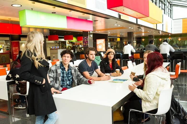 sinh viên đạt học bổng chính phủ Úctại đại học Macquarie KFO-chiakhoaduhoc.com